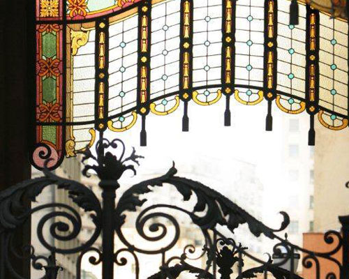 passeio-teatro-municipal-sao-paulo-roteiro-descobrindo-sao-paulo-um-dia-de-artista-conversa-com-maestro-540-detalhe-vitral-theatro