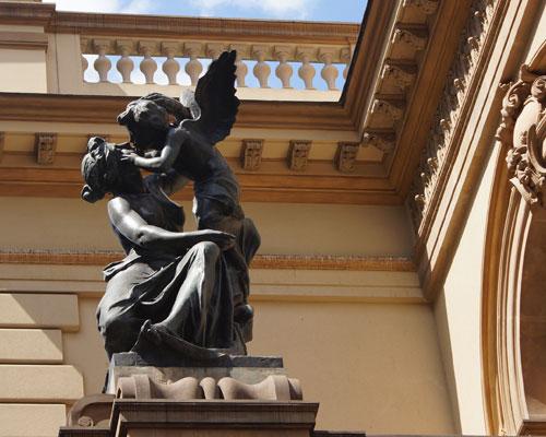 passeio-teatro-municipal-sao-paulo-roteiro-descobrindo-sao-paulo-um-dia-de-artista-conversa-com-maestro-540-detalhe-estatua-eros-psyche