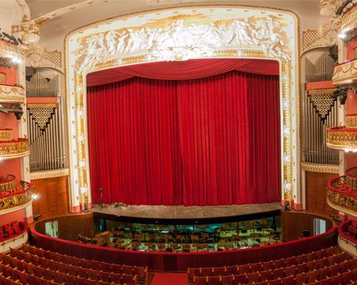 passeio-teatro-municipal-sao-paulo-roteiro-descobrindo-sao-paulo-um-dia-de-artista-conversa-com-maestro-540-palco